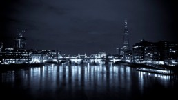 The London skyline at night (© Alex Pielak)